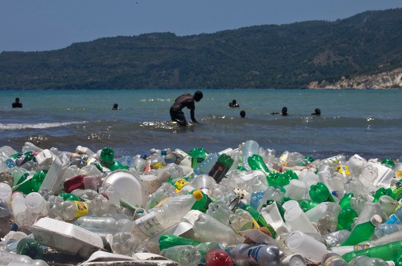 Britain and Vanuatu launched an initiative to fight plastic pollution