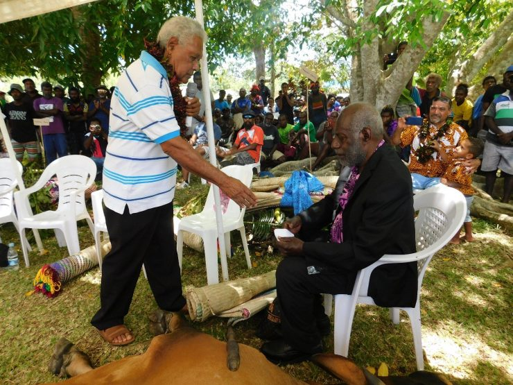 Vaturisu and Eratap pay honor and respect to Paramount Chief Kalpoilep